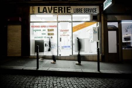 Une-laverie-dans-la-nuit-photographie-urbaine-thb